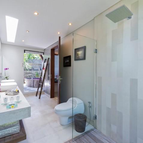 The Layar - 1 Bedroom Villa - Bathroom - Seminyak, Bali