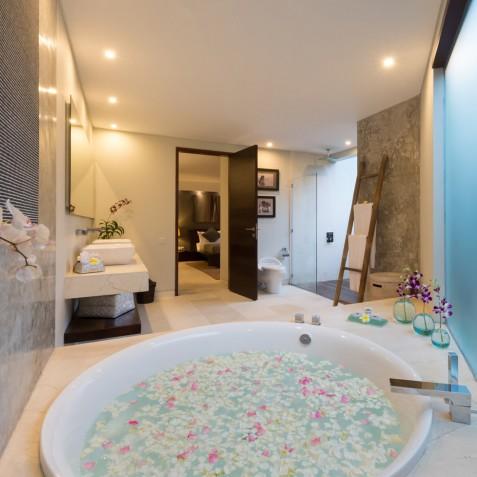 The Layar - 4 Bedroom Villa - Flower Petal Bath - Seminyak, Bali