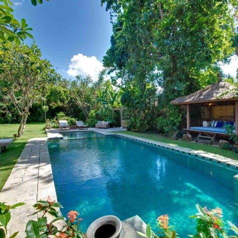 The Orchard House - Pool, Bale and Sun Loungers - Seminyak, Bali