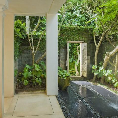 Villa Atas Ombak Bali - Downstairs Guest Suite Bathroom - Seminyak, Bali