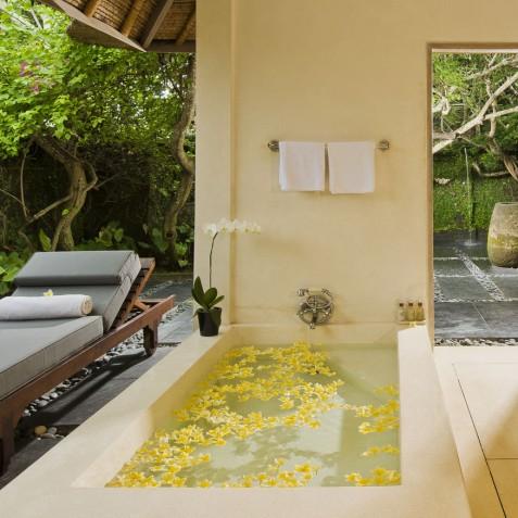 Villa Atas Ombak Bali - Master Suite Bathroom - Seminyak, Bali