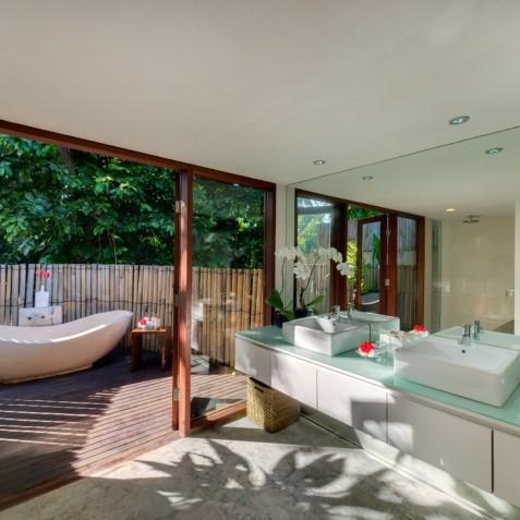Villa Bunga Pangi Bali - Master Bathroom - Canggu, Bali