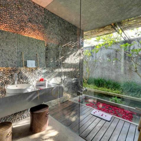 Villa Coco Groove Bali - Master Ensuite Bathroom - Seminyak, Bali