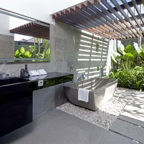 Villa Issi - Guest Ensuite Bathroom - Seminyak, Bali