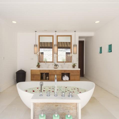 Villa Jagaditha Bali - Master Suite Bathroom - Canggu, Bali