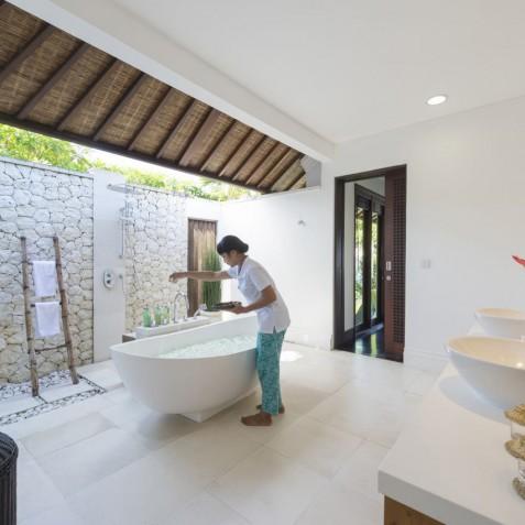 Villa Jagaditha Bali - Master Suite Flower Bath - Canggu, Bali