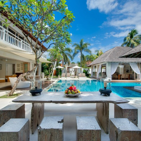 Villa Jajaliluna - Alfresco Dining - Seminyak, Bali