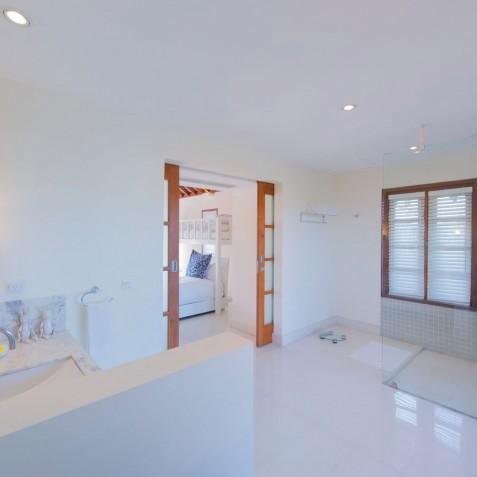 Villa Jajaliluna - Children's Bathroom - Seminyak, Bali