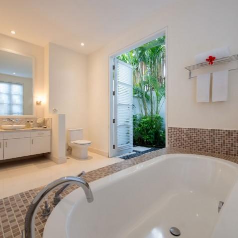 Villa Jajaliluna - Downstairs Guest Bathroom -Seminyak, Bali