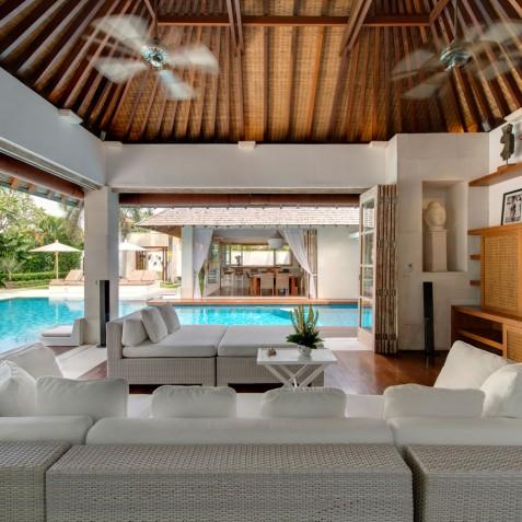 Villa Jajaliluna - Media Room and Pool - Seminyak, Bali
