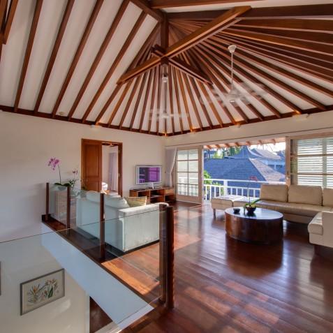 Villa Jajaliluna - Mezzanine TV Lounge - Seminyak, Bali