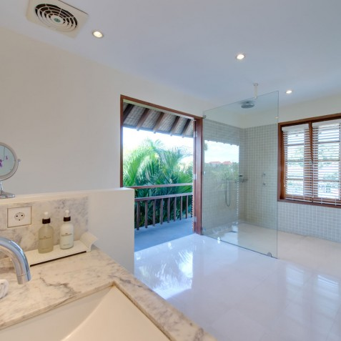 Villa Jajaliluna - Guest Bathroom - Seminyak, Bali
