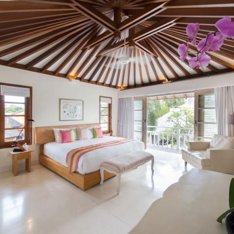 Villa Jajaliluna - Upstairs Guest Bedroom - Seminyak, Bali