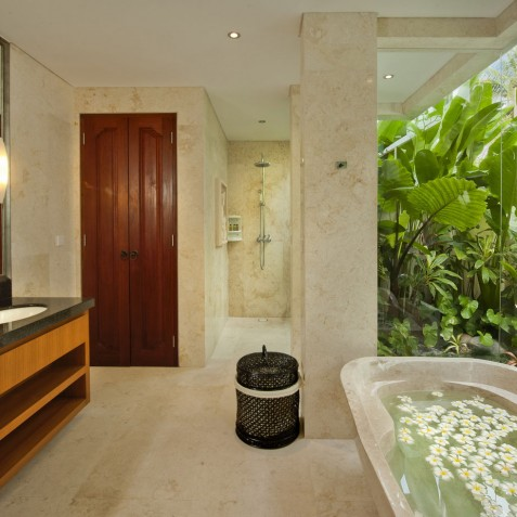 Villa Joss - Master Suite Bathroom - Seminyak, Bali