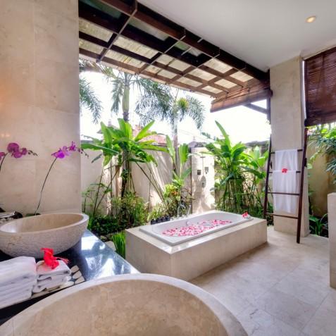 Villa Kalimaya I - Ground Floor Bathroom Main House - Seminyak, Bali