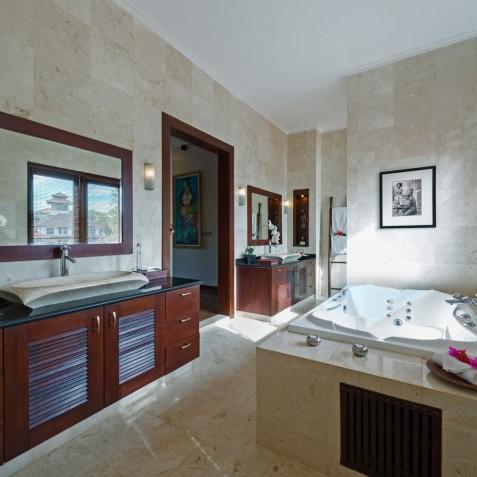 Villa Kalimaya I - Master Bathroom - Seminyak, Bali