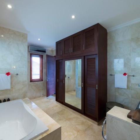 Villa Kalimaya II - Guest Ensuite Bathroom - Seminyak, Bali