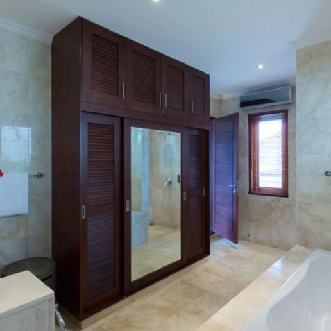 Villa Kalimaya III - Guest Ensuite Bathroom - Seminyak, Bali