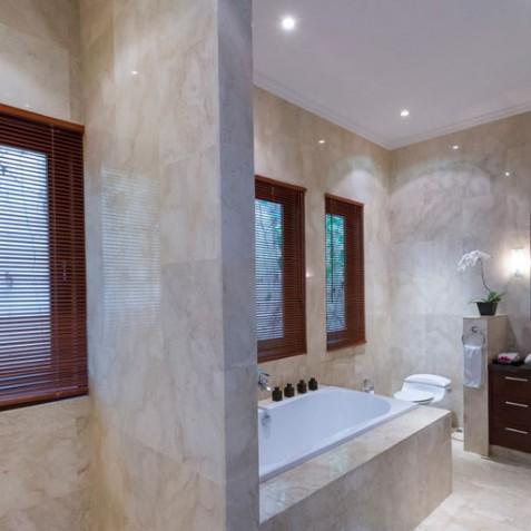 Villa Kalimaya III - Master Ensuite Bathroom - Seminyak, Bali