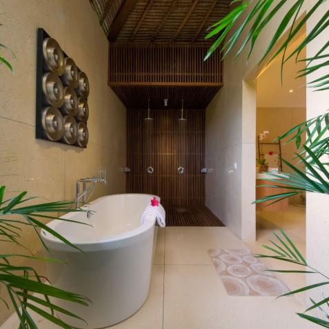 Villa Kinara - Master Ensuite Bathroom - Seminyak, Bali