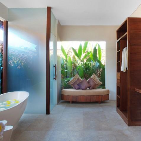 Villa Lataliana II - Master Bathroom - Seminyak, Bali