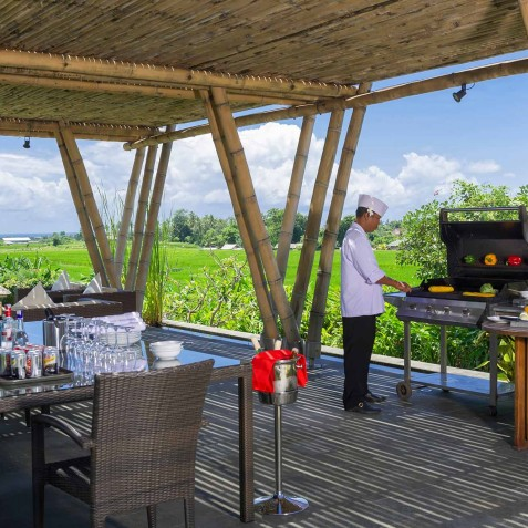 Villa Mandalay Bali - BBQ in Pool Bale - Seseh-Tanah Lot