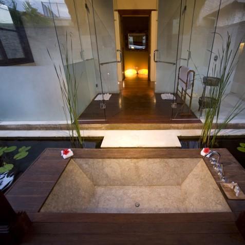 Villa Mary Bali - Ensuite Bathtub - Pantai Lima, Canggu, Bali