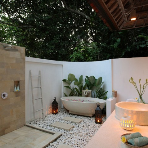 Villa Shamballa Moon, Ubud, Bali - Open Air Bathroom at Sunset
