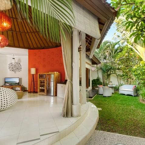 Villa Sun - 4S Villas - Lounge and Garden - Seminyak, Bali