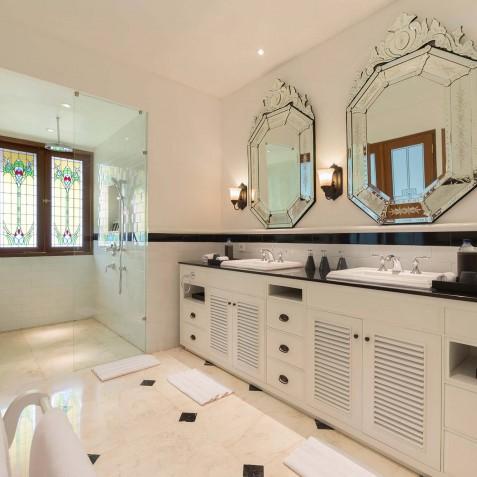 Villa Windu Asri - Master Bathroom Ensuite - Seminyak Bali
