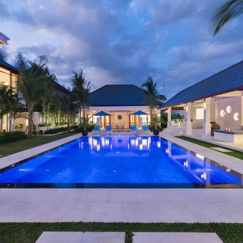 Villa Windu Asri - The Villa at Night - Seminyak, Bali