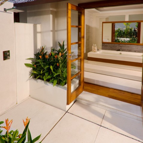 The Istana Bali - North West Bathroom - Uluwatu, Bali