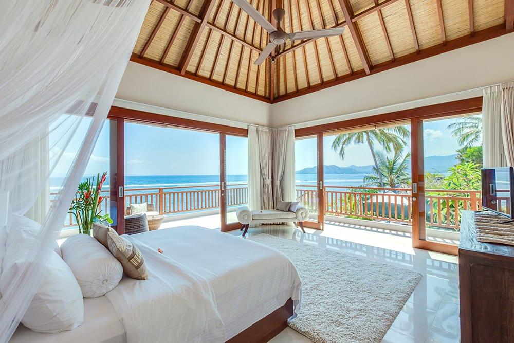 Tirta nila beach house 4 bedroom luxury villa ultimate for Beach house master bedroom ideas