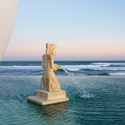 Villa Bayu Gita Beachfront Bali - Pool Statue
