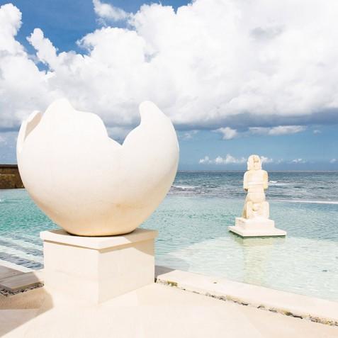 Villa Bayu Gita Beachfront Bali - Pool Ornaments