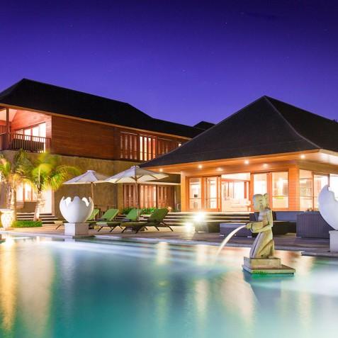 Villa Bayu Gita Beachfront Bali - Villa at Night