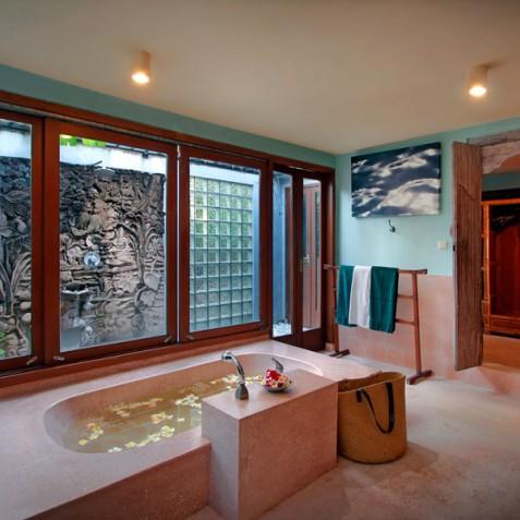 Villa Hibiscus, Sanur, Bali - Queen Bathroom