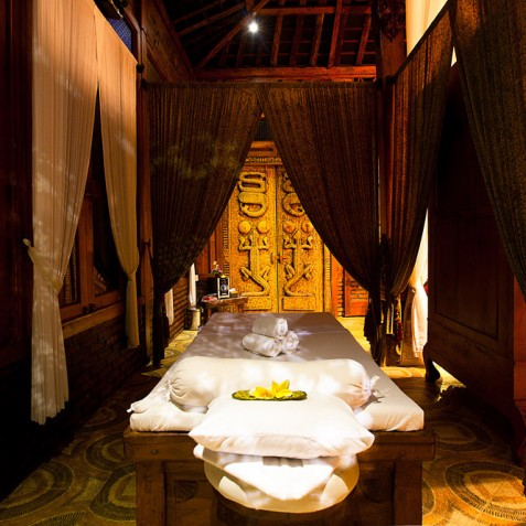 Villa Puri Nirwana, Sanur-Ketewel, Bali - Massage Bed