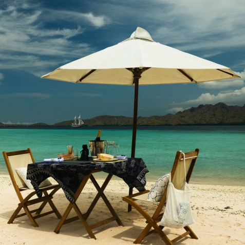 Beachside Dining - Alexa Private Cruises - Luxury Charter Yacht - Indonesia