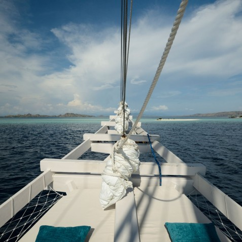 Sailing - Alexa Private Cruises - Luxury Charter Yacht - Indonesia