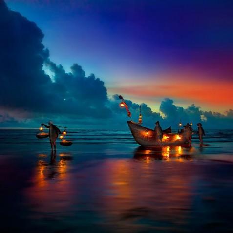 Beach Sunset - Mutiara Laut - Luxury Yacht Charter Indonesia