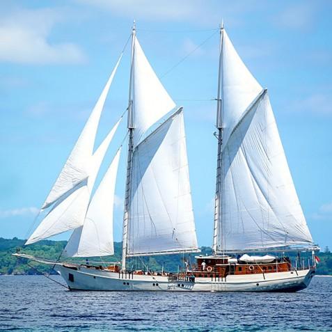 Full Sail - Mutiara Laut - Luxury Yacht Charter Indonesia
