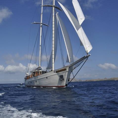 Exterior - Mutiara Laut - Luxury Yacht Charter Indonesia