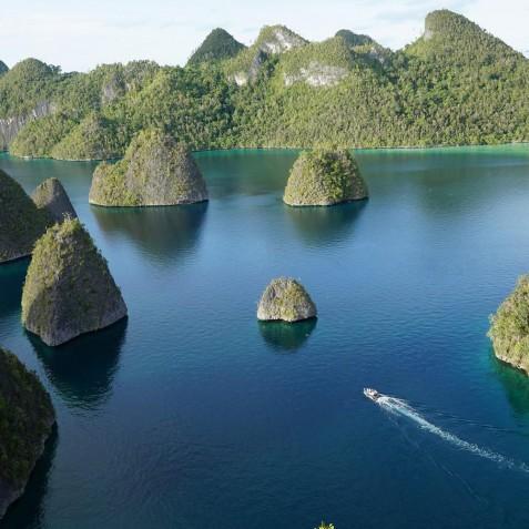 Raja Ampat - Mutiara Laut - Luxury Yacht Charter Indonesia