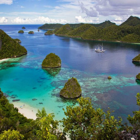 Anchorage - Ombak Putih Cruises - Sailing Adventures - Indonesia