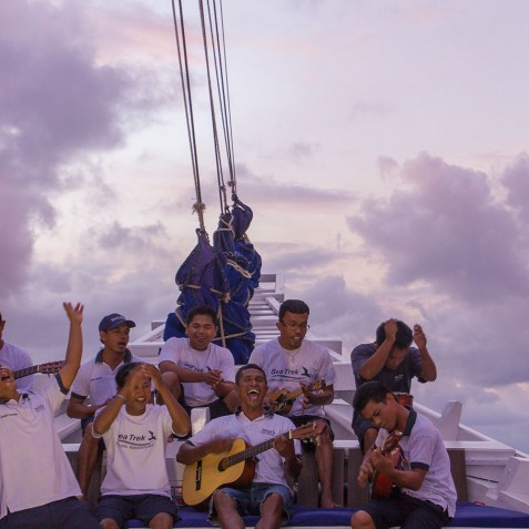 Crew Entertainment - Ombak Putih Cruises - Sailing Adventures - Indonesia