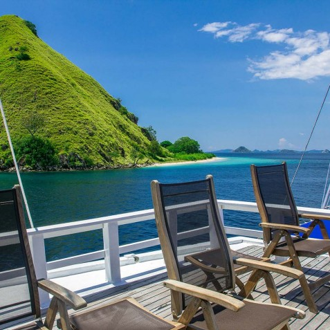 Upper Deck - Ombak Putih Cruises - Sailing Adventures - Indonesia