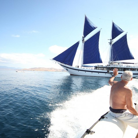 Boat Transfers - Ombak Putih Cruises - Sailing Adventures - Indonesia