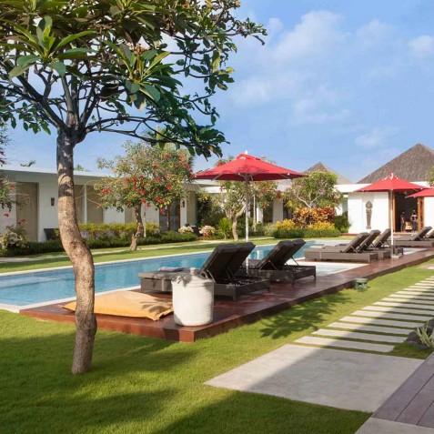 Pool & Sun Loungers - Cocoon Villa - Cocoon Medical Spa Retreat, Seminyak, Bali