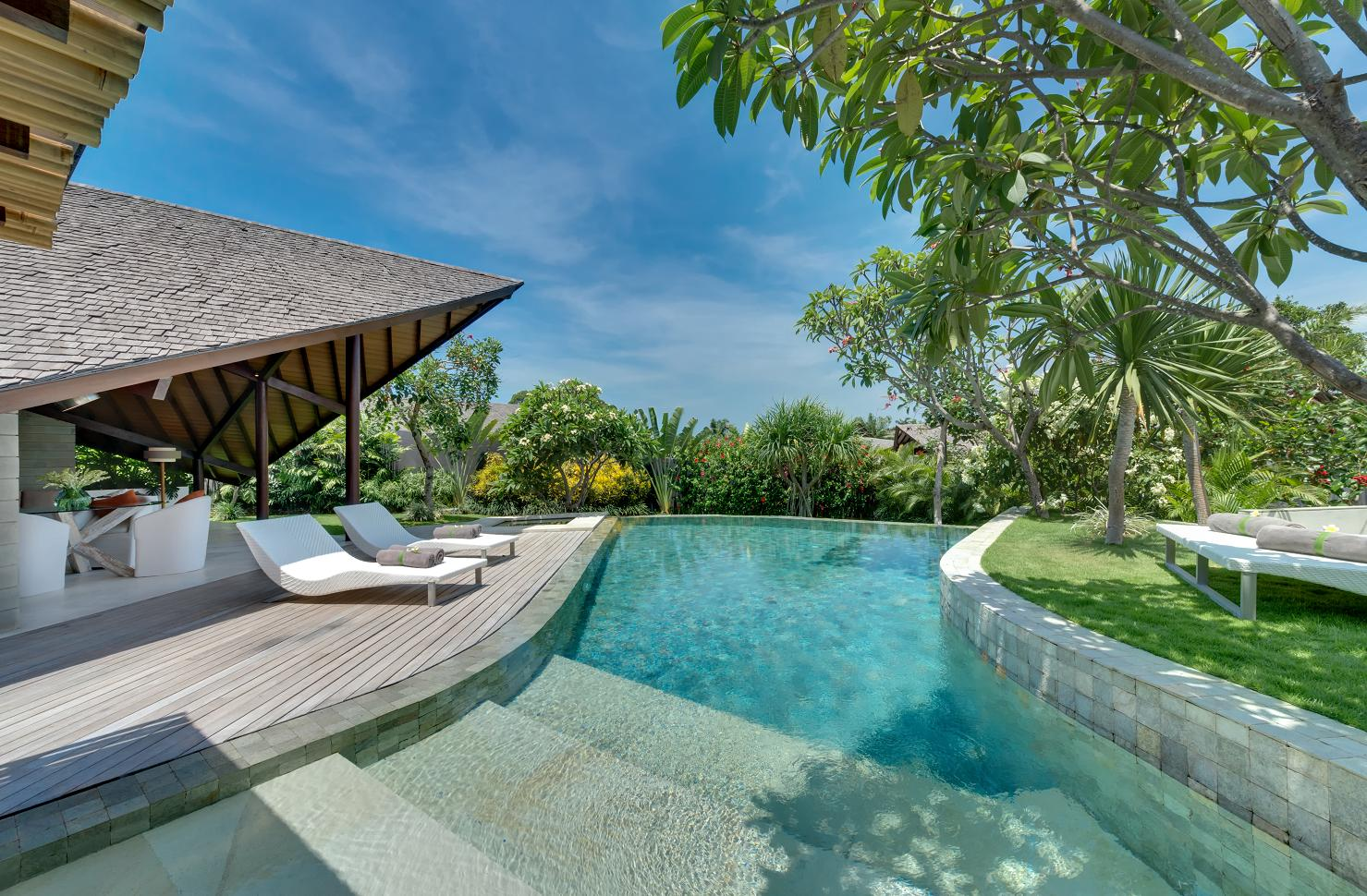 Luxury bali villas luxury villa holidays ultimate bali for Pool design bali